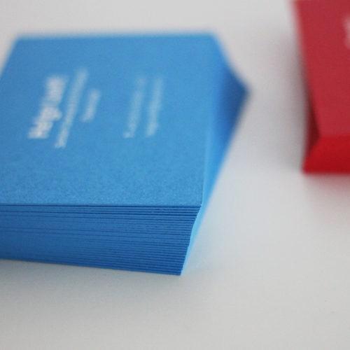 Visitenkarten vollflächig bedruckt mit Farbschnitt Sonderfarbe