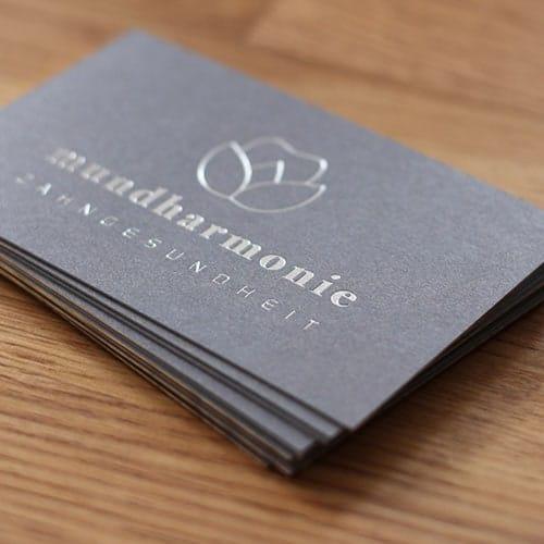 Visitenkarten mit Folienprägung in silber metallic auf Metapaper