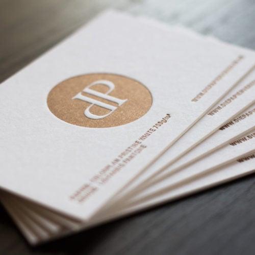 Visitenkarten Colorplan 700 g/qm mit Letterpress