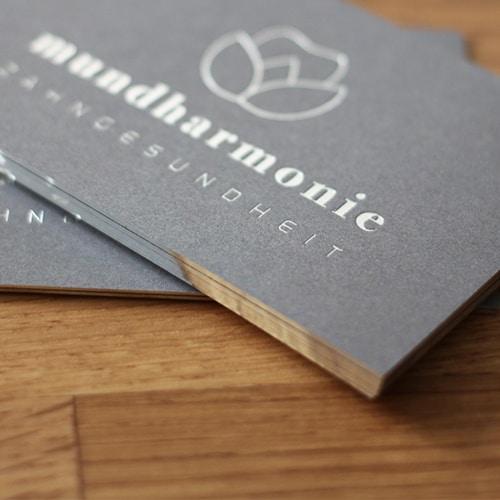 Grafik: © ankehuber.de | Folienschnitt in silber metallic glänzend Visitenkarten Karten