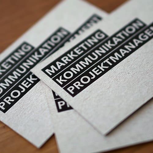 Graukarton Visitenkarten Mit Folienprägung Die Papierveredler