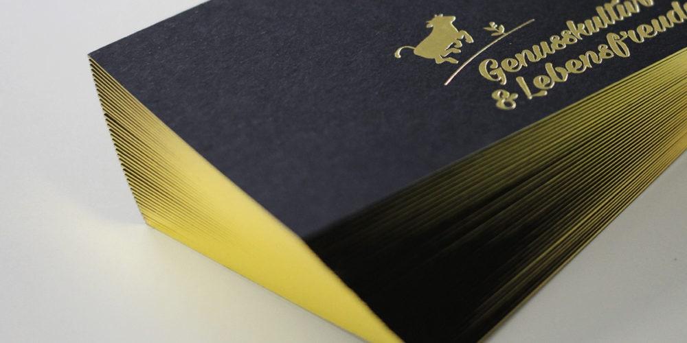 Blackmagic schwarze Visitenkarten mit Prägung und Folienschnitt gold