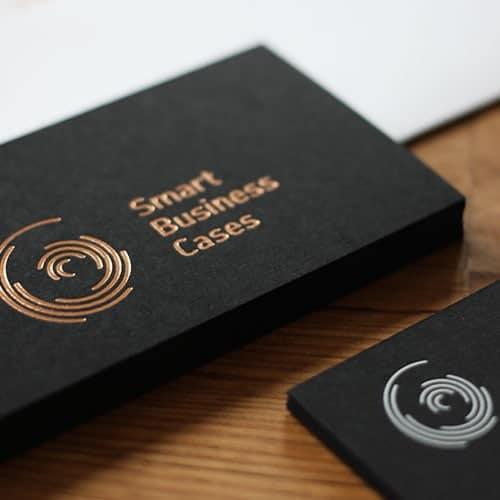 schwarze Visitenkarten mit Heißfolienprägung