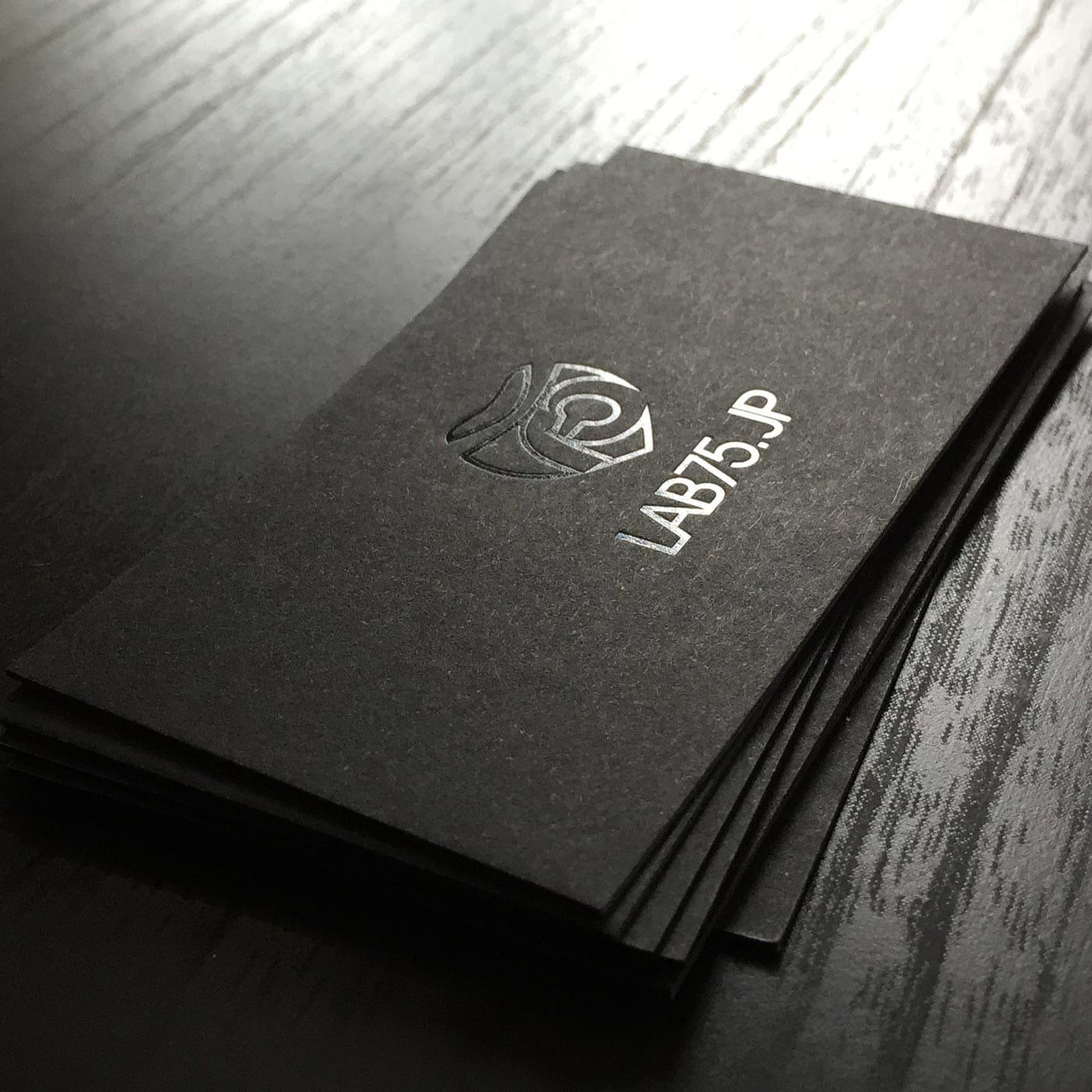 Visitenkarten schwarzer Karton Blackmagic mit Folienprägung schwarz