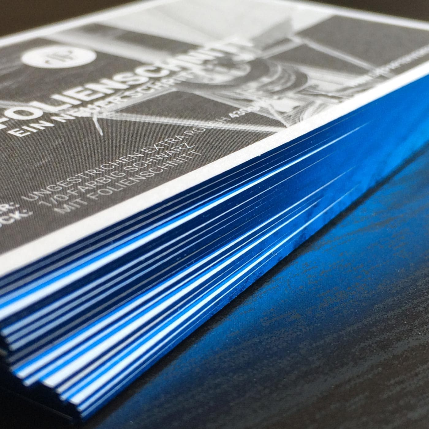 Visitenkarten mit Folienfarbschnitt blau metallic