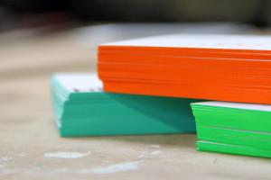 Visitenkarte mit Farbschnitt in neon Sonderfarbe - Farbschnitt Berlin Brandenburg