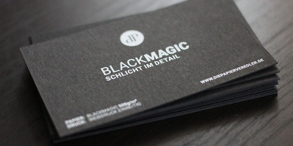 schwarze Visitenkarten mit Digital-Weißdruck