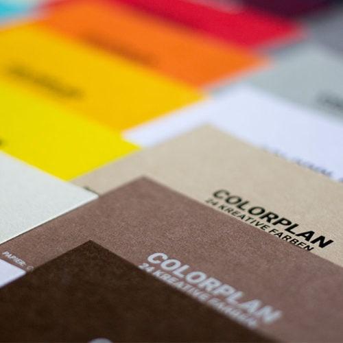 Visitenkarten mit farbigen Kartons Colorplan Papiere - Druckerei Berlin Brandenburg