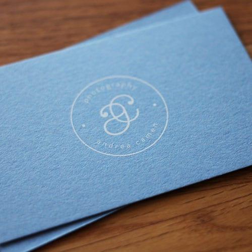 Visitenkarten mit einem Digital-Weißdruck
