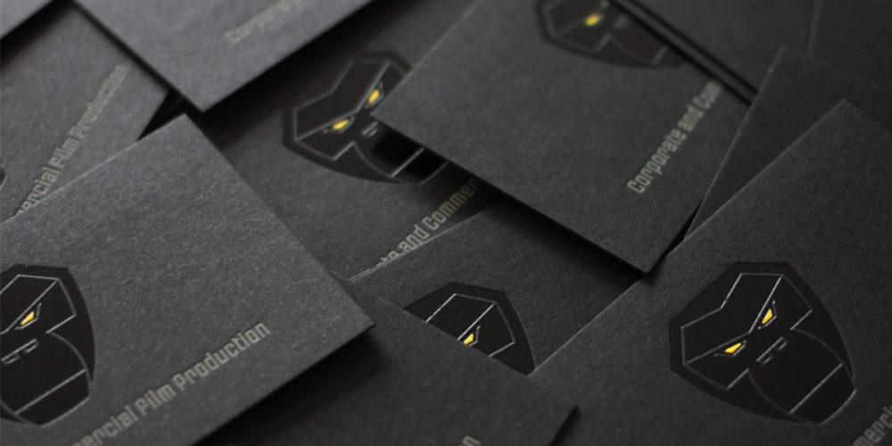 Visitenkarten schwarz schwarzes Papier mit 3-farbiger Heißfolie geprägt