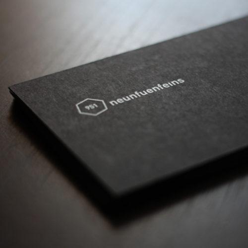 schwarze Visitenkarten mit weißem Druck Digitaldruck