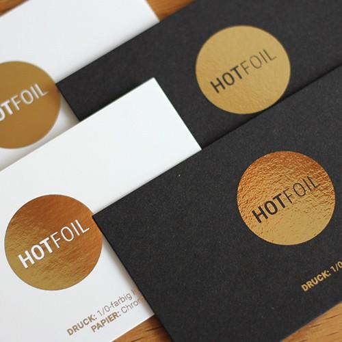 schwarze und weiße Visitenkarten mit digitaler Heißfolie gold metallic glänzend oder matt