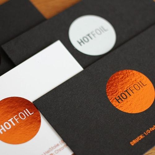 schwarze und weiße Visitenkarten mit digitaler Heißfolie Kupfer metallic glänzend