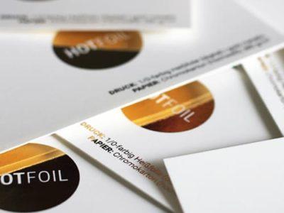 Weiße Karten mit digitaler Heissfolie gold metallic Sleeking