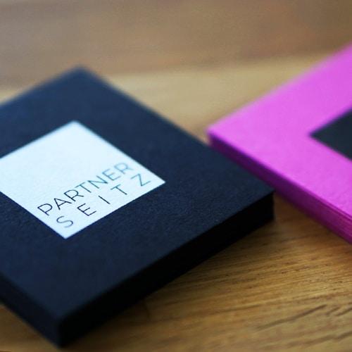farbige Kartons mit Druck Visitenkarten