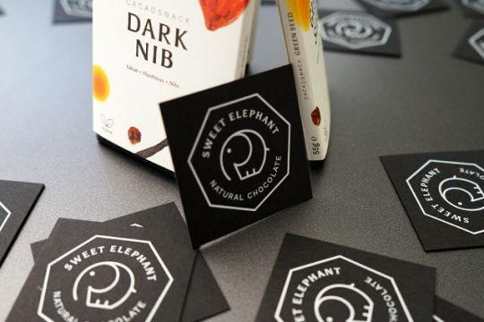 schwarze Visitenkarten mit Druck