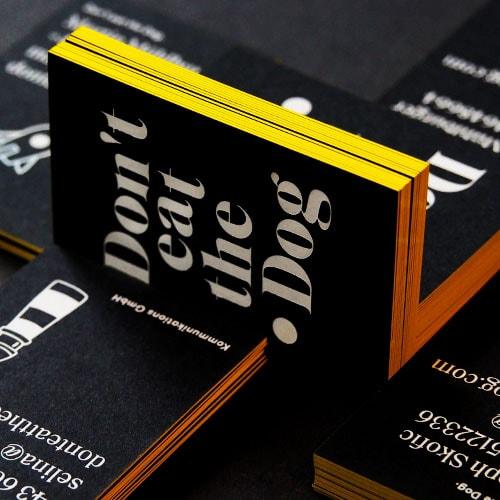 weiße Heißfolienprägung auf durchgefärbten schwarzem Papier