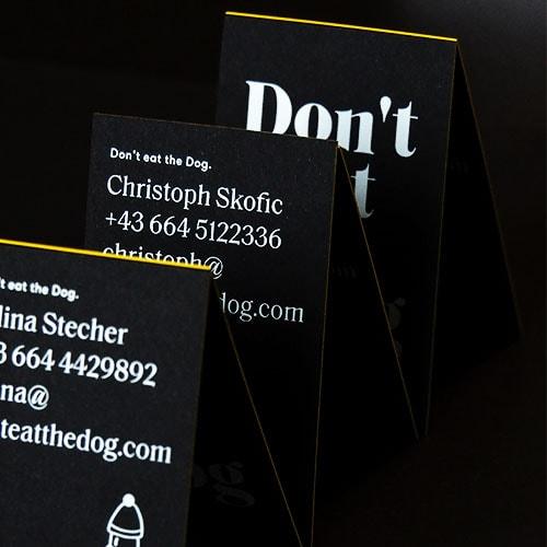 Visitenkarten mit Folienfarbschnitt gelb auf schwarzen Karton