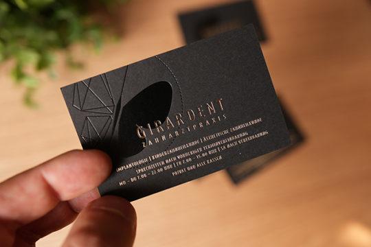 Heißfolienprägung zweifarbig gold metallic + schwarz glänzend